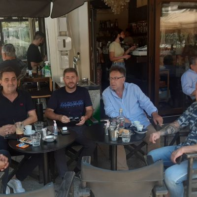 kozan.gr: Mε συντρόφους/υποστηρικτές του ήπιε καφέ, το μεσημέρι της Κυριακής 22/8, στην Πτολεμαίδα, ο ευρωβουλευτής & υποψήφιος για την ηγεσία του Κινήματος Αλλαγής στις επικείμενες εσωκομματικές εκλογές του φθινοπώρου, Νίκος Ανδρουλάκης – Δείτε τι είπε στο kozan.gr σε σχέση με την επίσκεψή του στην περιοχή (Φωτογραφία & Βίντεο)
