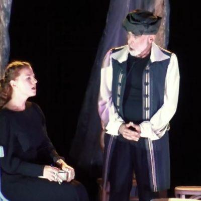 Παρακολουθήστε ΟΛΗ την παράσταση, «Η Πανούργος Χήρα», που παρουσιάστηκε  στον αύλειο χώρο του Αρχαιολογικού Μουσείου Αιανής (Βίντεο 75′)