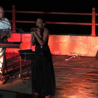 Μάγεψε με τη φωνή της η Μάγδα Πένσου στο Υπαίθριο Θέατρο Σερβίων (Βίντεο & Φωτογραφίες)