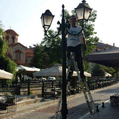 Ανακαίνιση βαφής ιστών του δημοτικού φωτισμού στην πόλη της Φλώρινας