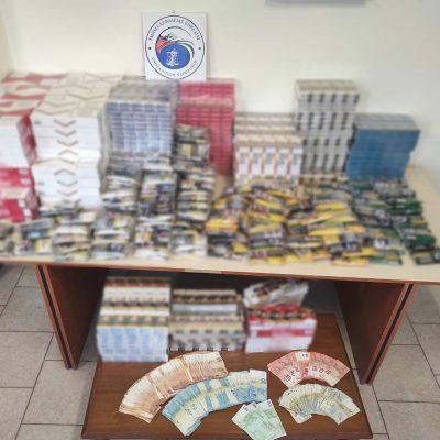 Συνελήφθησαν δύο διακινητές λαθραίων καπνικών προϊόντων στην Πτολεμαΐδα -Κατασχέθηκαν 15 κιλά και 350 γραμμάρια λαθραίου καπνού, 2.984 αφορολόγητα πακέτα τσιγάρων και το χρηματικό ποσό των 9.300 ευρώ (Φωτογραφία)