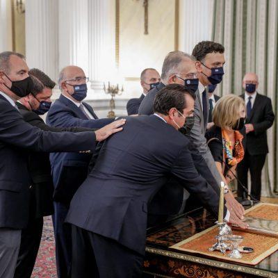 kozan.gr: Φωτογραφία και βίντεο από την τελετή ορκομωσίας του νέου Υφυπουργού Μεταφορών Μ. Παπαδόπουλου  (Βίντεο & Φωτογραφία)