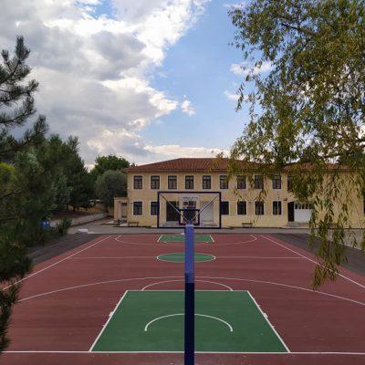 Ολοκληρώθηκε η τοποθέτηση των νέων μπασκετών στον αύλειο χώρο του Γυμνασίου Αιανής (Φωτογραφίες)
