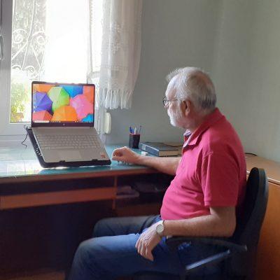 "kozan.gr: Χ. Βήττας, ο εκ Κοζάνης, «βετεράνος»  της δημοσιογραφίας, που υπηρέτησε με συνέπεια και υπευθυνότητα το επάγγελμα του δημοσιογράφου, μιλά, σε μια πολύ ενδιαφέρουσα συνέντευξη, στο kozan.gr: ""Η δημοσιογραφία όπως κατέληξε σήμερα δεν με εκφράζει. Θεωρώ ότι η διαπλοκή ξεπέρασε τα όρια, η λογοκρισία και η αυτολογοκρισία των δημοσιογράφων κυριαρχεί και είναι σαφές ότι εν πολλοίς η ενημέρωση είναι κατευθυνόμενη"""