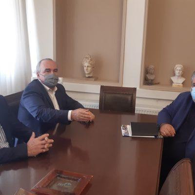 """kozan.gr:  Το Δημαρχείο Εορδαίας, επισκέφτηκε, το πρωί της Τετάρτης 15/9, ο Αναπληρωτής Υπουργός Ανάπτυξης και Επενδύσεων, Νίκος Παπαθανάσης – Συζήτηση με τον Δήμαρχο Εορδαίας Π. Πλακεντά για τα θέματα απολιγνιτοποίησης – """"Η περιοχή θα πάει στο ταβάνι των κινήτρων"""", ανέφερε ο κ. Παπαθανάσης (Βίντεο & Φωτογραφίες)"""