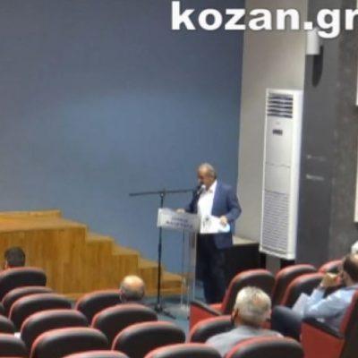 kozan.gr: Η αμήχανη στιγμή που ο τέως Δήμαρχος Εορδαίας, Σ. Ζαμανίδης, ως Γενικός Γραμματέας πλέον του Δήμου Φλώρινας, εμφανίστηκε στο Δημοτικό Συμβούλιο, για να απαντήσει σε αιχμές της αντιπολίτευσης σε σχέση με δαπάνες που αφορούν τις μετακινήσεις του – Ένταση στο Δημοτικό Συμβούλιο (Βίντεο)