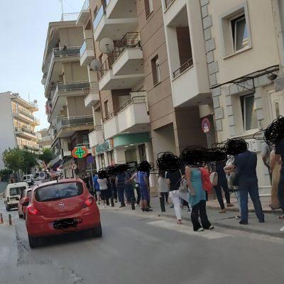 "kozan.gr: Κοζάνη: Πολύ μεγάλες ""ουρές"", το απόγευμα της Δευτέρας 20/9, έξω από φαρμακεία της πόλης για τη διενέργεια rapid tests (Φωτογραφίες)"