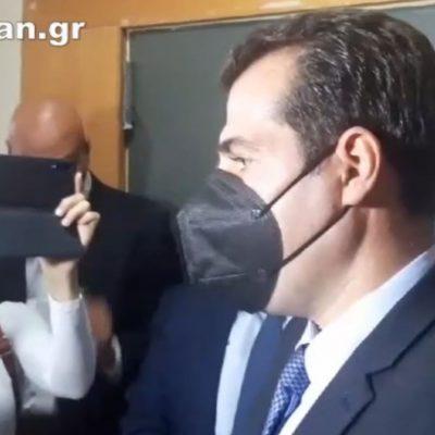 "kozan.gr: Υπουργός Υγείας, Θ. Πλεύρης, μετά το τέλος της σύσκεψης στην Περιφέρεια Δ. Μακεδονίας, για τους ανεμβολίαστους υγειονομικούς που τέθηκαν σε αναστολή: ""Σεβόμαστε απόλυτα όλους όσους βοήθησαν στο σύστημα υγείας. Σεβόμαστε και την ατομική επιλογή τους να μην εμβολιαστούν. Όμως η πολιτεία έχει ξεκαθαρίσει ότι όσοι δεν θέλουν να εμβολιαστούν δεν μπορεί να παρέχουν τις υπηρεσίες του, όσο είναι ανεμβολίαστοι, γιατί μεταξύ της ατομικής ατομικής επιλογής και της δημόσιας υγείας, προέχει η δημόσια υγεία"" (Βίντεο)"