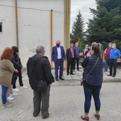 kozan.gr:  Πετρανά Κοζάνης: Διαμαρτυρία ωρομίσθιων εκπαιδευτικών ΟΑΕΔ και επίδοση ψηφίσματος στο Διοικητή του ΟΑΕΔ Σπύρο Πρωτοψάλτη (Φωτογραφίες & Βίντεο)