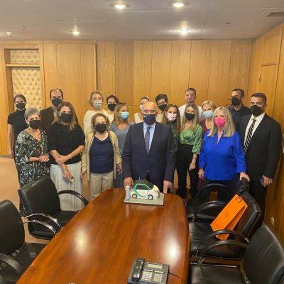 kozan.gr: Ευχές για τα γενέθλιά του, με μια τούρτα με ηλεκτρικό αυτοκίνητο, δέχτηκε από συνεργάτες του στο Υπουργείο Μεταφορών ο Υφυπουργός Μιχάλης Παπαδόπουλος (Φωτογραφίες)