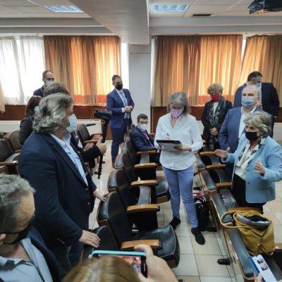 """Δελτίο τύπου, Σπάρτακου, για τη σημερινή επίσκεψη του Αναπληρωτή Υπουργού Ανάπτυξης Ν. Παπαθανάση και της Επιτρόπου Συνοχής και Μεταρρυθμίσεων Ελίζας Φερέιρα: """"Καμία ανοχή, καμία υποχώρηση"""" (Βίντεο)"""