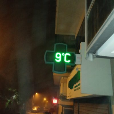 kozan.gr: Κοζάνη: Ώρα 07:00π.μ.: Στους 9 βαθμούς η θερμοκρασία στην πόλη, σύμφωνα με ηλεκτρονικό θερμόμετρο φαρμακείου στην περιοχή του νοσοκομείου (Φωτογραφία)