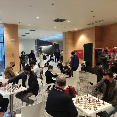 kozan.gr: Κοζάνη: Έπαιξαν σκάκι στο φιλόξενο χώρο της Κοβενταρείου Δημοτικής Βιβλιοθήκης Κοζάνης (Φωτογραφίες)