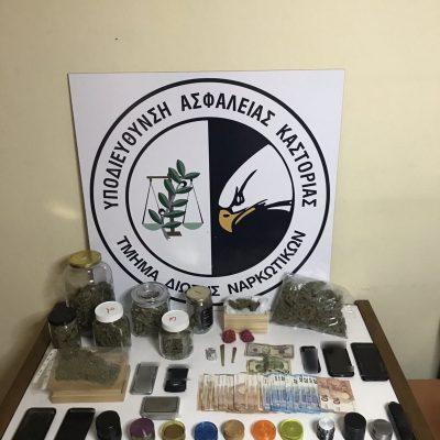 Συνελήφθησαν τέσσερις ημεδαποί σε περιοχές της Καστοριάς για παράβαση του νόμου περί ναρκωτικών – Κατασχέθηκαν 809,2 γραμμάρια ακατέργαστης κάνναβης, μικροποσότητα κατεργασμένης κάνναβης σε μορφή σοκολάτας, 2 ηλεκτρονικές ζυγαριές ακριβείας και το χρηματικό ποσό των -1800- ευρώ (Φωτογραφία)