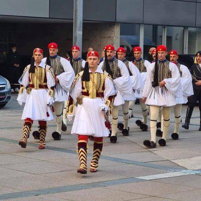 kozan.gr: Επικεφαλής του αγήματος της Προεδρικής φρουράς στην χθεσινή μεγαλειώδη παρέλαση στη Στουτγκάρδη ο Καψάλης Γεώργιος (Υπ/λγος Πεζικού) με καταγωγή από τα Σέρβια Κοζάνης – Δήλωση του στο kozan.gr (Βίντεο & Φωτογραφία)