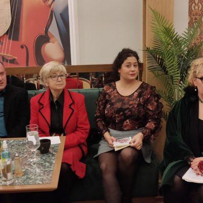 "kozan.gr: Πτολεμαΐδα: Η παρουσίαση του βιβλίου της Βασιλικής Στεργίου ""Τα χρωματιστά κουβαράκια του Ρέμπραντ"" πραγματοποιήθηκε το απόγευμα της Πέμπτης 14/10 (Φωτογραφίες & Βίντεο)"