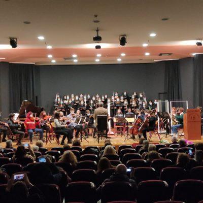 kozan.gr: Μουσικό Σχολείο Πτολεμαΐδας: Με μια υπέροχη συναυλία, το βράδυ της Πέμπτης 14/10, τίμησαν τους τοπικούς ήρωες της Δυτικής Μακεδονίας, προς τιμήν της συμπλήρωσης διακοσίων χρόνων από την έναρξη της εθνικής επανάστασης του 1821