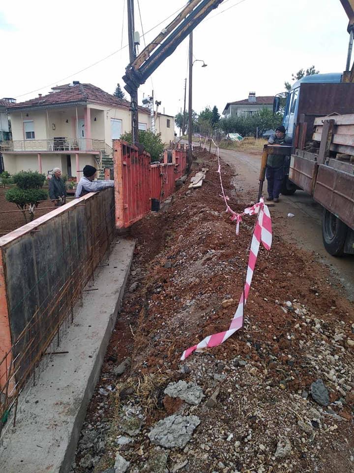 Κοινότητα Λευκοπηγής: Ένα αναγκαίο τοιχίο αντιστήριξης μήκους 35 μέτρων εντός οικισμού για την αποφυγή πτώσης του δρόμου λόγω διάβρωσης και πρόκλησης ατυχήματος σε πεζούς κι οχήματα (Φωτογραφίες)