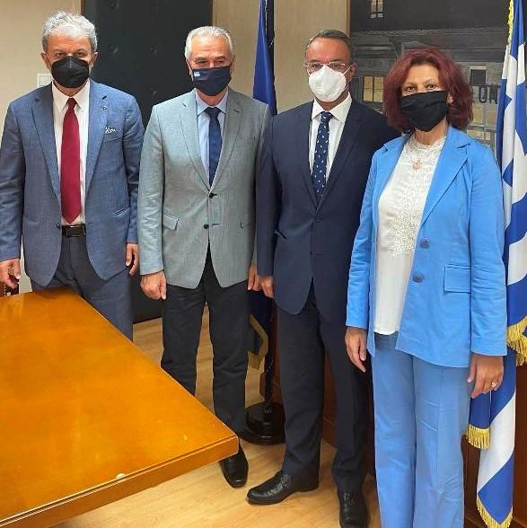 Πραγματοποιήθηκε, χθες, Τετάρτη 20 Οκτωβρίου, η δεύτερη συνάντηση των βουλευτών Ποντιακής καταγωγής της ΝΔ, στα γραφεία του κόμματος στη Βουλή – Στη συνάντηση συμμετείχαν οι βουλευτές Γιώργος Αμανατίδης (Κοζάνης) & Παρασκευή Βρυζίδου (Κοζάνης)